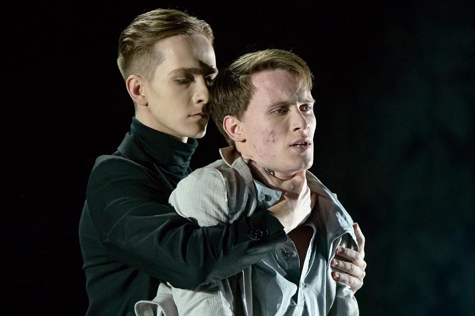 D.Butenko (Mefistofelis) ir R.Semenenko (Faustas). M.Aleksos nuotr..jpg